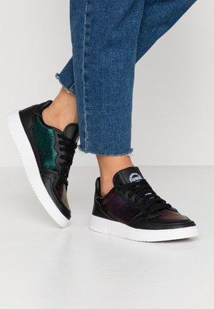 SUPERCOURT - Sneakers - core black/footwear white/mystery ruby