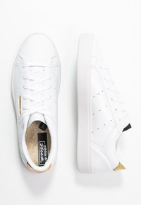 adidas Originals - SLEEK - Joggesko - footwear white/crystal white/gold metallic - 3