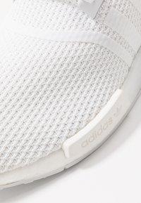 adidas Originals - NMD_R1 - Joggesko - footwear white/crystal white - 5