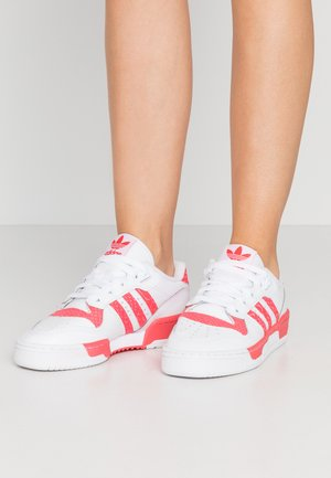 RIVALRY  - Sneakers laag - footwear white/shock red