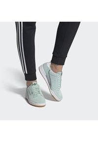 adidas Originals - CONTINENTAL 80 SHOES - Sneakers laag - green - 0