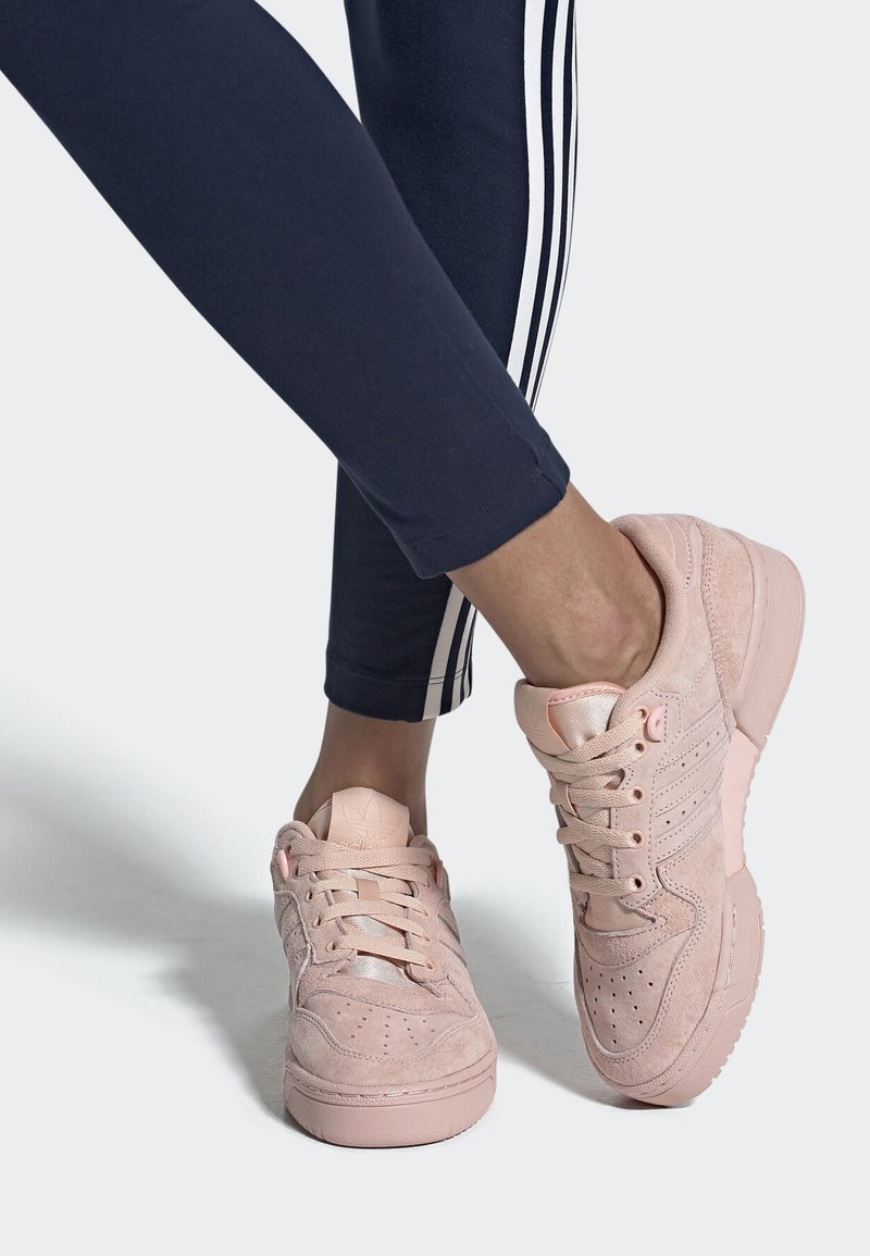 adidas Originals - RIVALRY LOW SHOES - Sneakers - pink