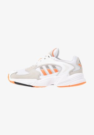 Sneakers laag - footwear white/solar orange/clear black