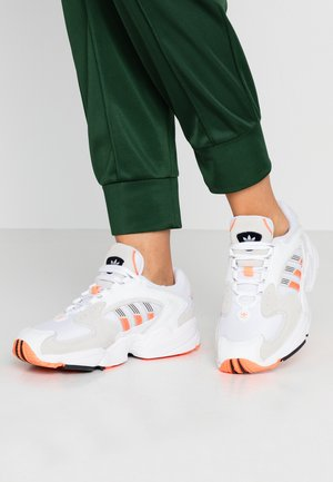 Sneakers - footwear white/solar orange/clear black