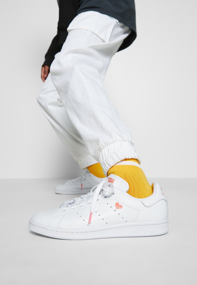 adidas Originals - STAN SMITH - Baskets basses - footwear white/glow pink