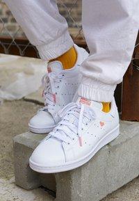 adidas Originals - STAN SMITH - Baskets basses - footwear white/glow pink - 4