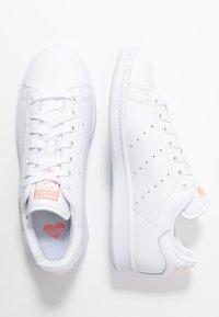 adidas Originals - STAN SMITH - Baskets basses - footwear white/glow pink - 5