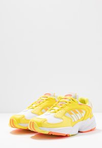 adidas Originals - Sneakersy niskie - footwear white/solar orange/shock yellow - 4