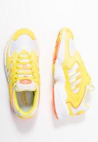 adidas Originals - Sneakersy niskie - footwear white/solar orange/shock yellow - 3
