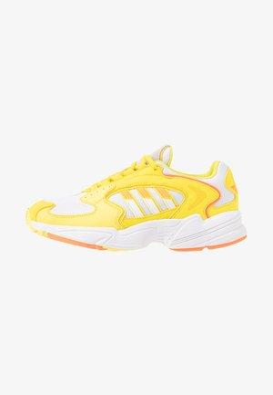 Matalavartiset tennarit - footwear white/solar orange/shock yellow