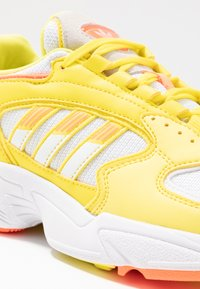 adidas Originals - Sneakersy niskie - footwear white/solar orange/shock yellow - 2