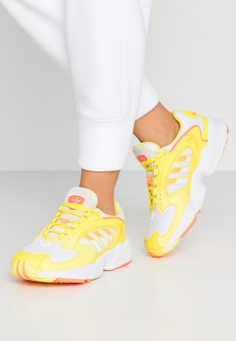 adidas Originals - Sneakersy niskie - footwear white/solar orange/shock yellow