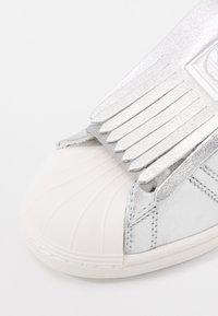 adidas Originals - SUPERSTAR  - Sneakers laag - silver metallic/clear white - 2
