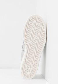 adidas Originals - SUPERSTAR  - Sneakers laag - silver metallic/clear white - 6