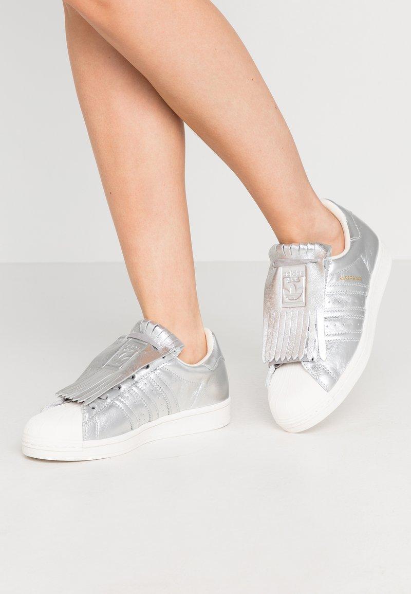adidas Originals - SUPERSTAR  - Sneakers laag - silver metallic/clear white
