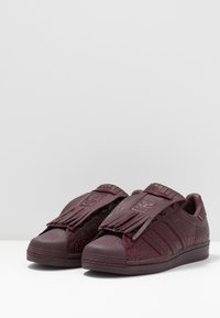 adidas Originals - SUPERSTAR FRINGE  - Sneakers laag - maroon/gold metallic - 4