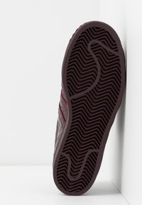 adidas Originals - SUPERSTAR FRINGE  - Sneakers laag - maroon/gold metallic - 6