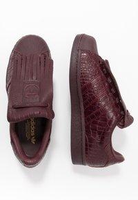 adidas Originals - SUPERSTAR FRINGE  - Sneakers laag - maroon/gold metallic - 3
