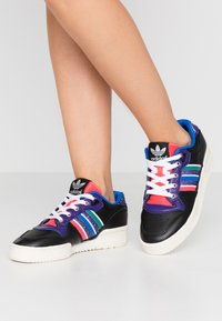 adidas Originals - RIVALRY - Sneakers - core black/footwear white/offwhite - 0