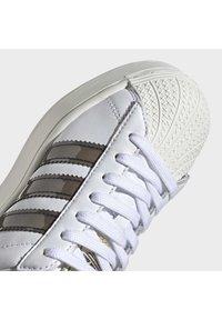adidas Originals - SUPERSTAR BOLD W - Sneakers laag - white - 7