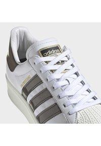 adidas Originals - SUPERSTAR BOLD W - Sneakers laag - white - 6