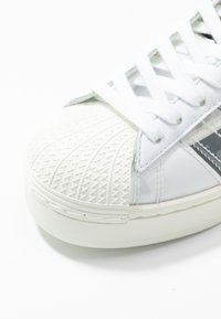 adidas Originals - SUPERSTAR BOLD - Tenisky - footwear white/offwhite/core black - 6