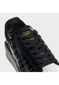 adidas Originals - SUPERSTAR BOLD - Sneakers laag - black - 6
