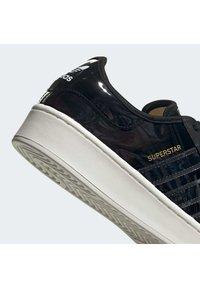 adidas Originals - SUPERSTAR BOLD - Sneakers laag - black - 5