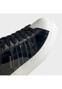 adidas Originals - SUPERSTAR BOLD - Sneakers laag - black - 7