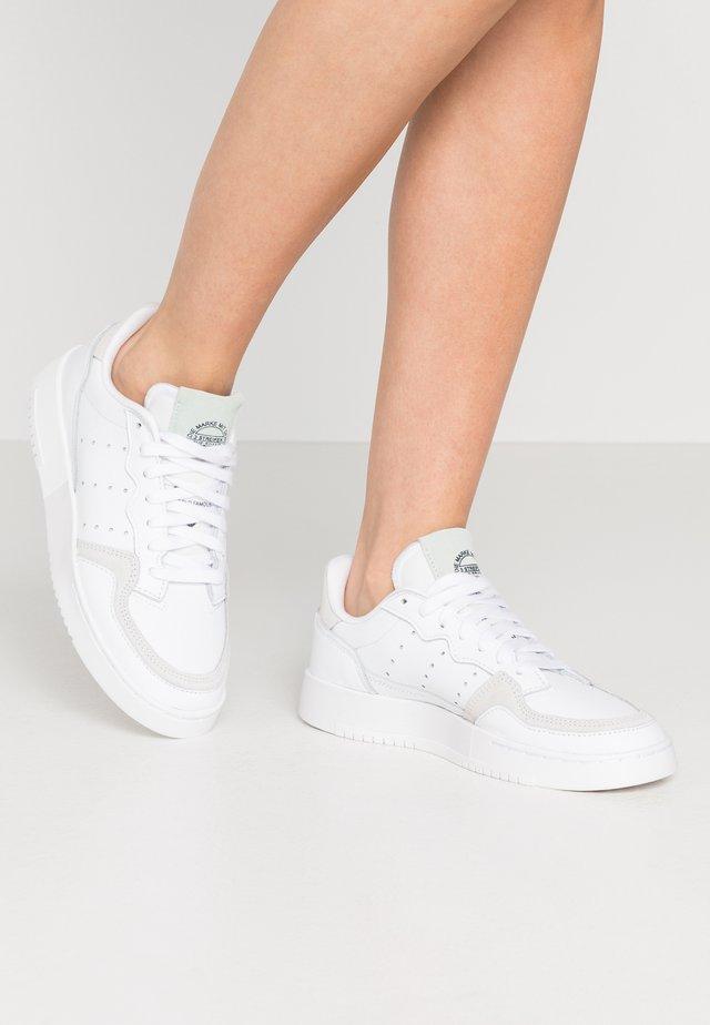 SUPERCOURT  - Sneakers laag - footwear white/dash green/core black