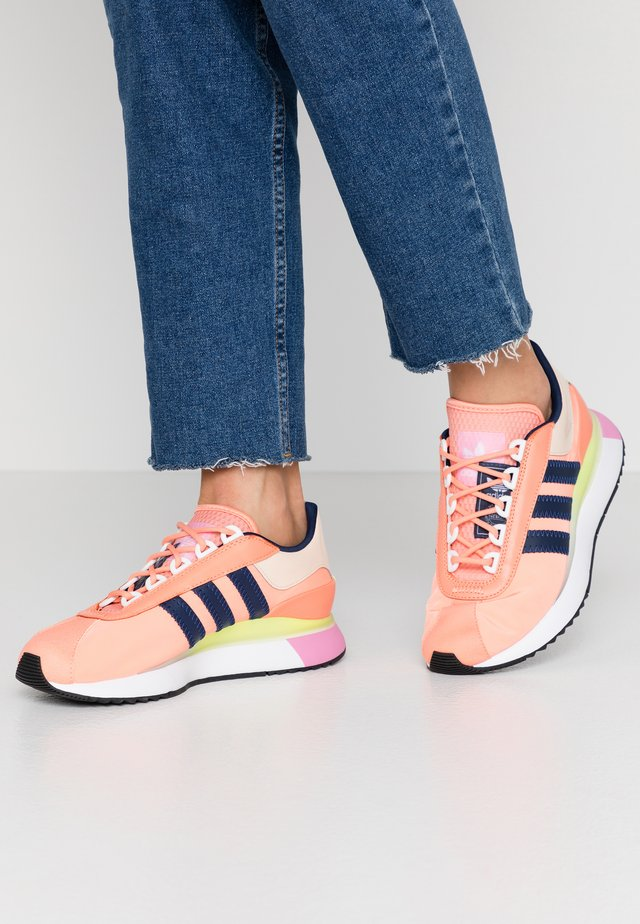 SL ANDRIDGE - Sneakers basse - chalk coral/night indigo/solar yellow