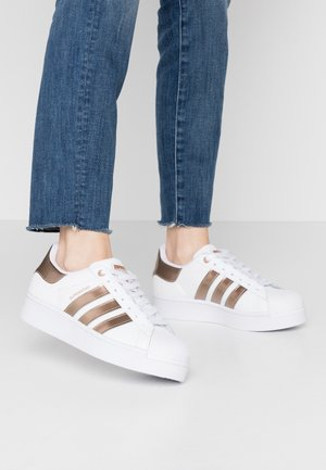 SUPERSTAR  - Sneakersy niskie - footwear white/copper metallic