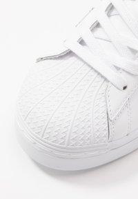 adidas Originals - SUPERSTAR  - Sneaker low - footwear white/copper metallic - 2
