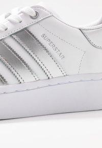 adidas Originals - SUPERSTAR  - Sneakers laag - footwear white/silver metallic - 2