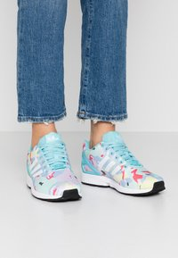 adidas Originals - ZX FLUX  - Sneakers - light aqua/footwear white/core black - 0
