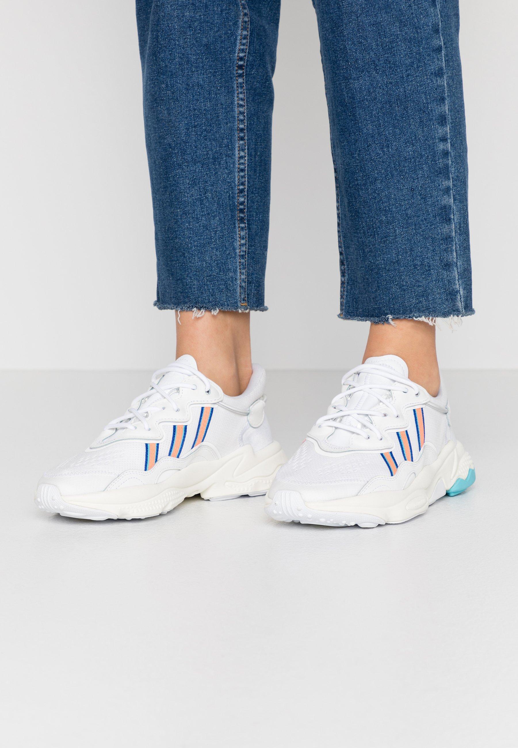 adidas Originals OZWEEGO  - Sneakers basse - footwear white/signal coral/blu glow
