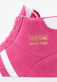 adidas Originals - BASKET PROFI WOMEN - Sneakers hoog - footwear white/gold metallic - 2