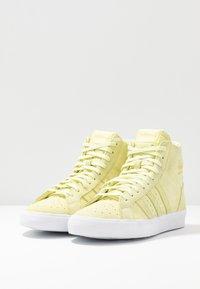 adidas Originals - BASKET PROFI WOMEN - Sneakers hoog - yellow tint/footwear white/gold metallic - 4