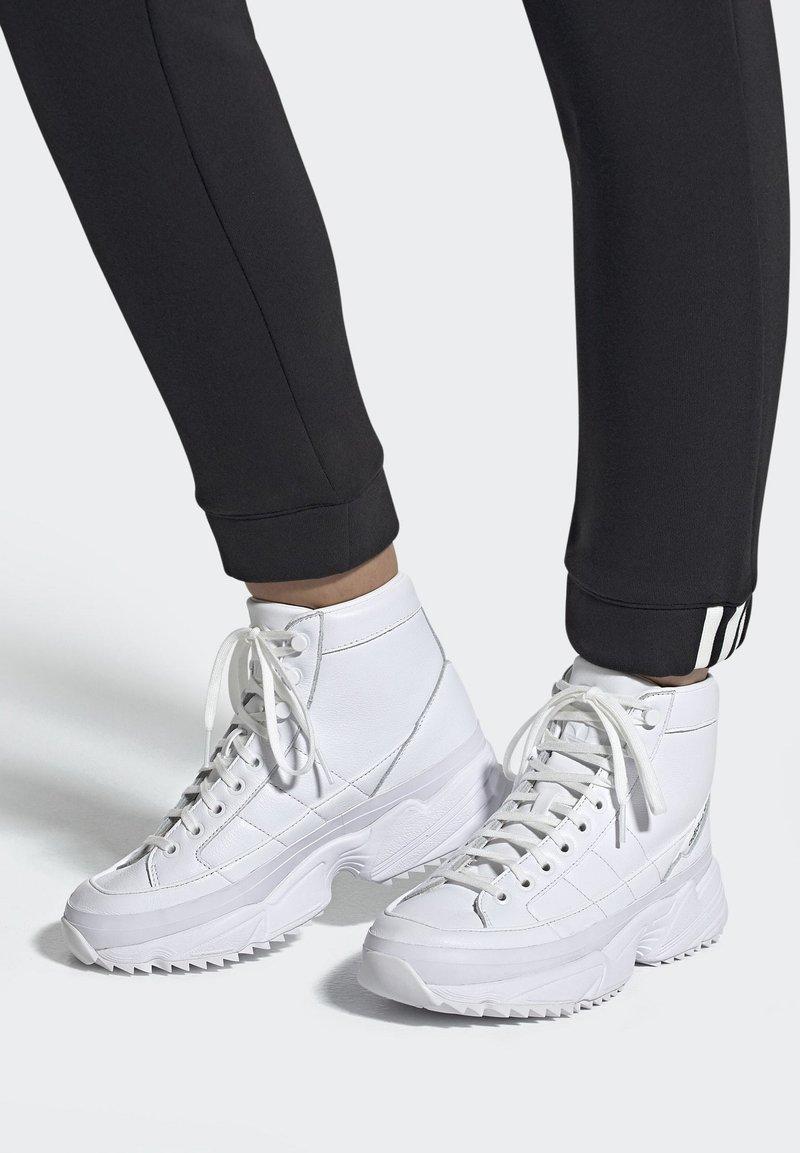 adidas Originals - 2019-11-15 KIELLOR XTRA SHOES - Baskets montantes - white
