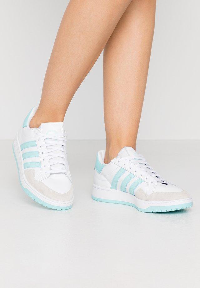 MODERN COURT - Baskets basses - footwear white/clear aqua/core black