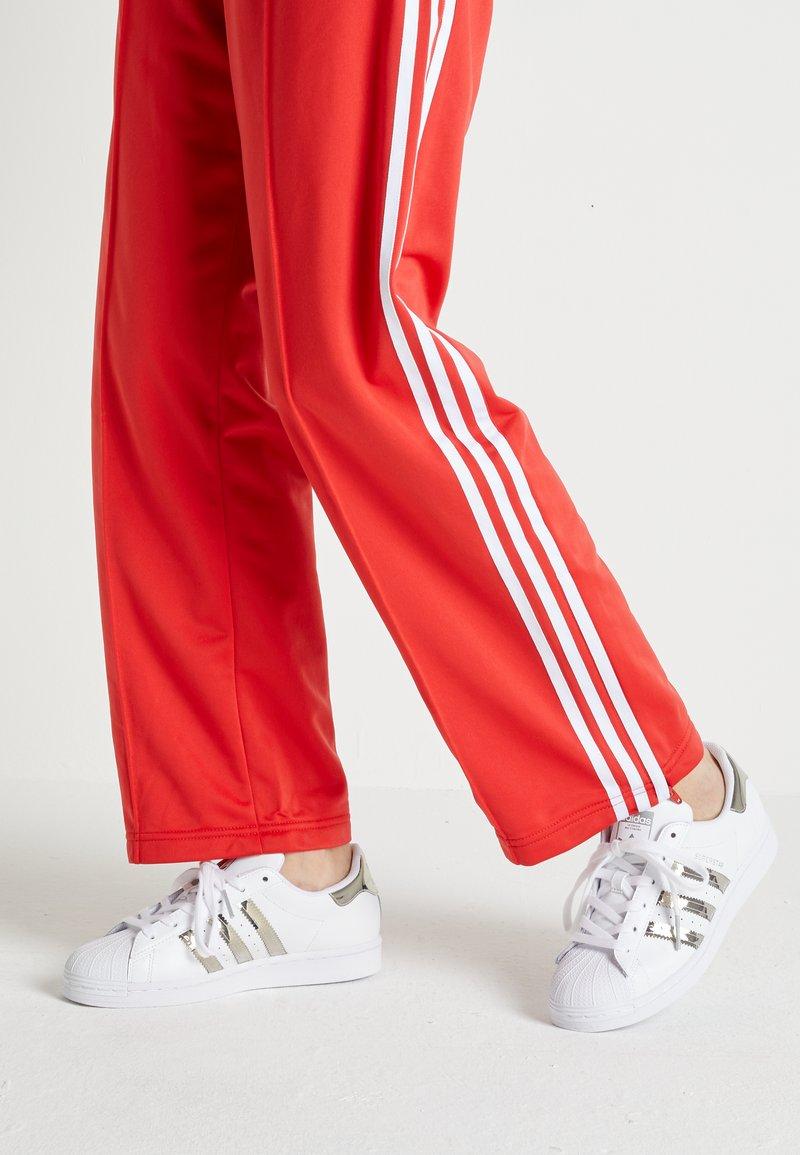 adidas Originals - SUPERSTAR - Sneakers laag - footwear white/silver metallic