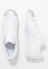 adidas Originals - SUPERSTAR METAL TOE - Sneakers laag - footwear white/silver metallic - 5