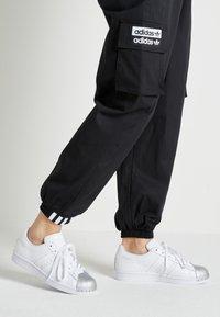 adidas Originals - SUPERSTAR METAL TOE - Sneakers laag - footwear white/silver metallic - 0