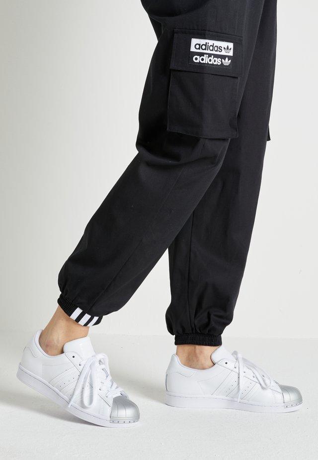 SUPERSTAR METAL TOE - Sneakersy niskie - footwear white/silver metallic