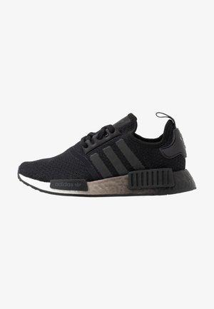 NMD_R1  - Tenisky - core black/footwear white