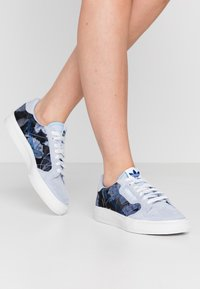 adidas Originals - CONTINENTAL - Sneakers laag - periwinkle/crystal white/royal blue - 0