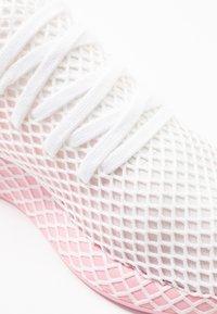 adidas Originals - DEERUPT RUNNER - Trainers - true pink/footwear white - 2