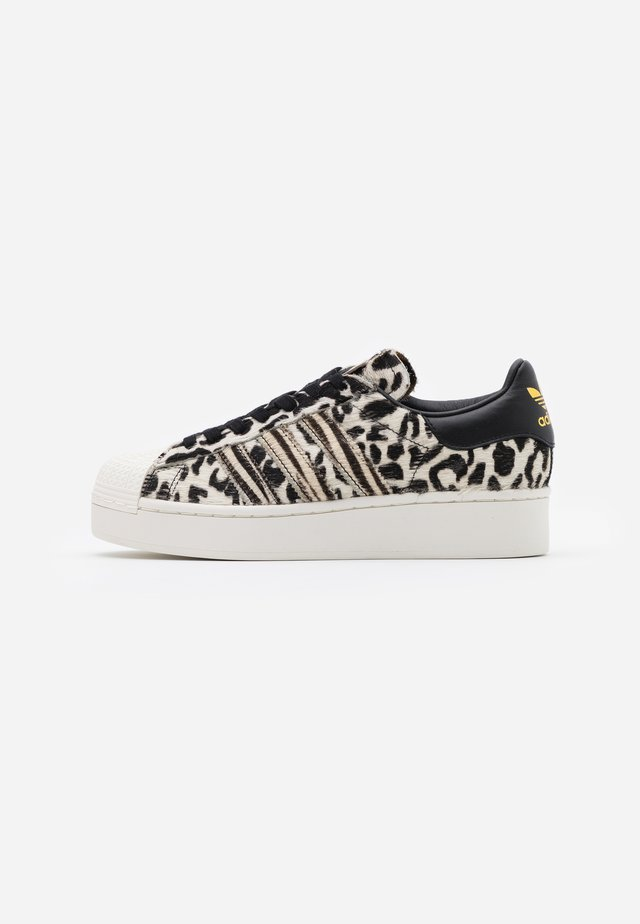 SUPERSTAR SPORTS INSPIRED  - Sneakers basse - core black/offwhite/gold metallic