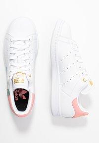 adidas Originals - STAN SMITH  - Baskets basses - footwear white/glow pink/gold metallic - 3