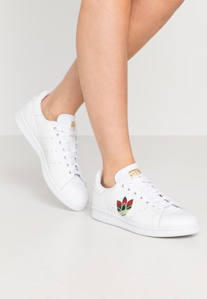 STAN SMITH - Sneaker low - footwear white/core black/gold metallic